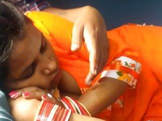 Indian bhabhi secret cleavage capture in train